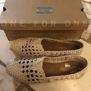 TOMS woven classing shoes